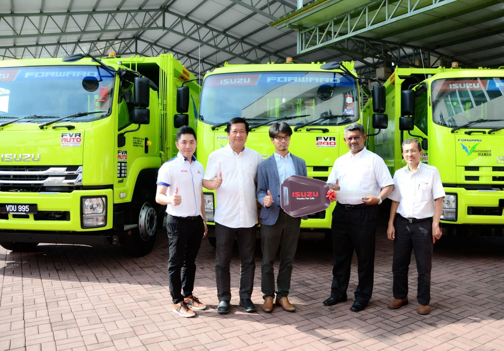 Isuzu Malaysia Delivered 10 Compactor Trucks For Concession Waste Management Needs